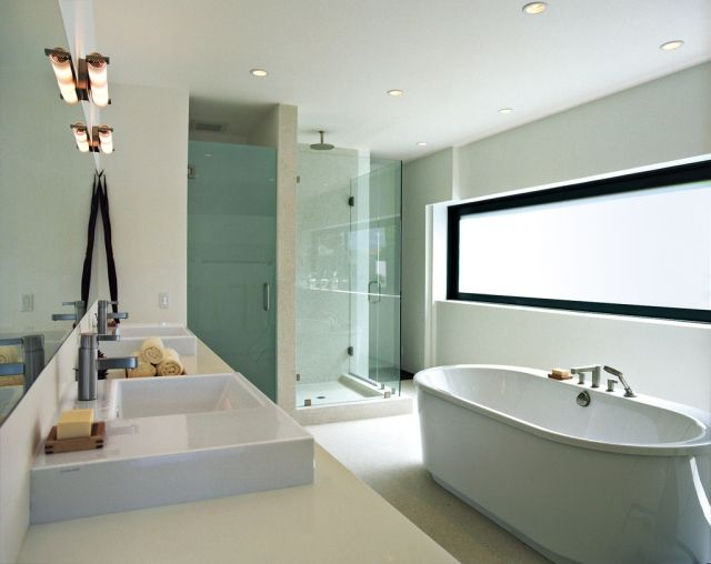 Badezimmer Weiss Freistehende Badewanne Dusche Doppelwaschtisch