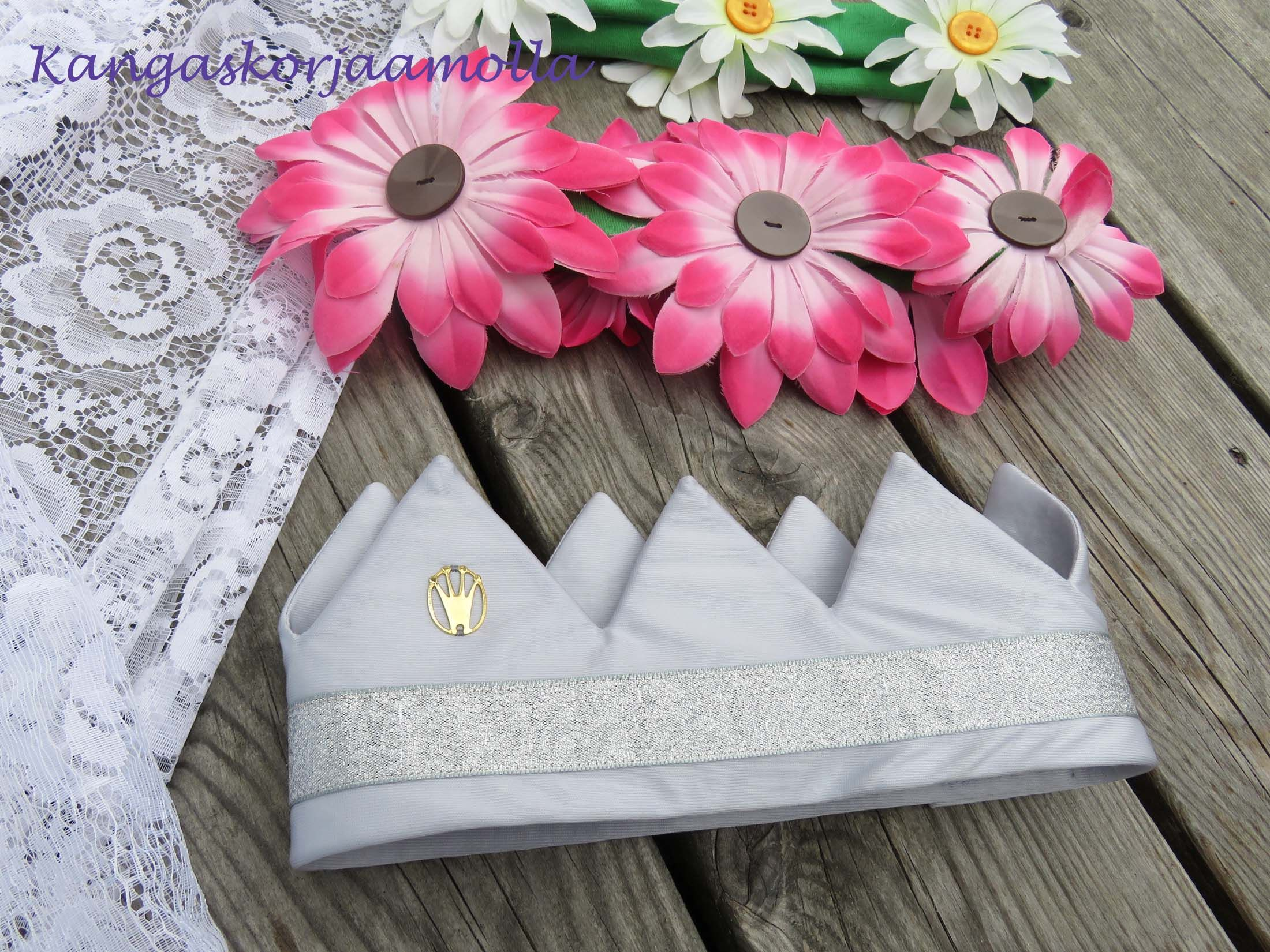 päähineitä naamiaisiin a fabric crown  https://kangaskorjaamolla.blogspot.fi/2016/07/paahineita-naamiaisiin.html