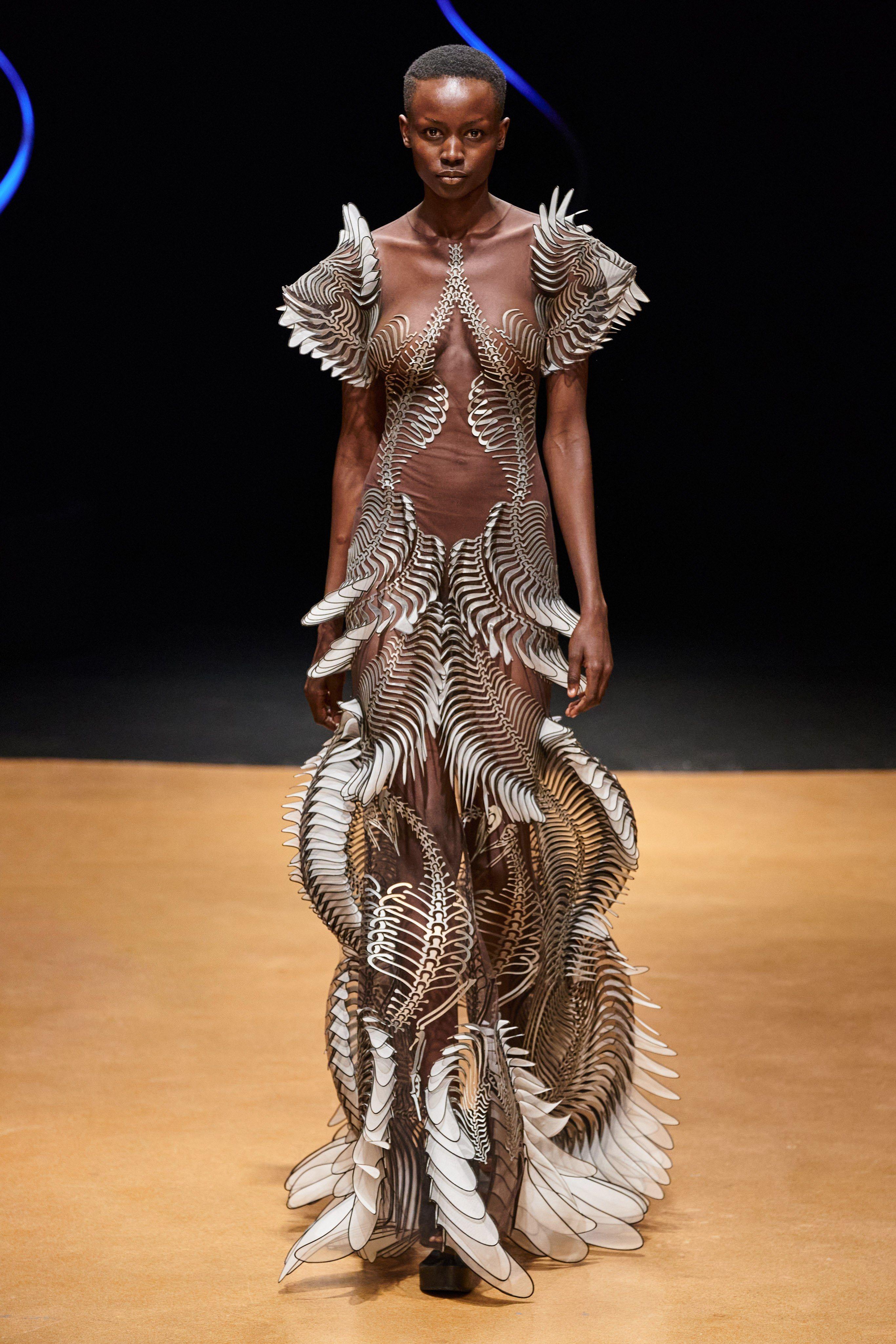 Iris Van Herpen Spring 2020 Couture Fashion Show In 2020 Iris Van Herpen Couture Fashion Spring Couture