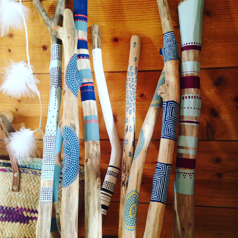 B tons de paroles objets symboliques de la sagesse et de for Peinture bois flotte