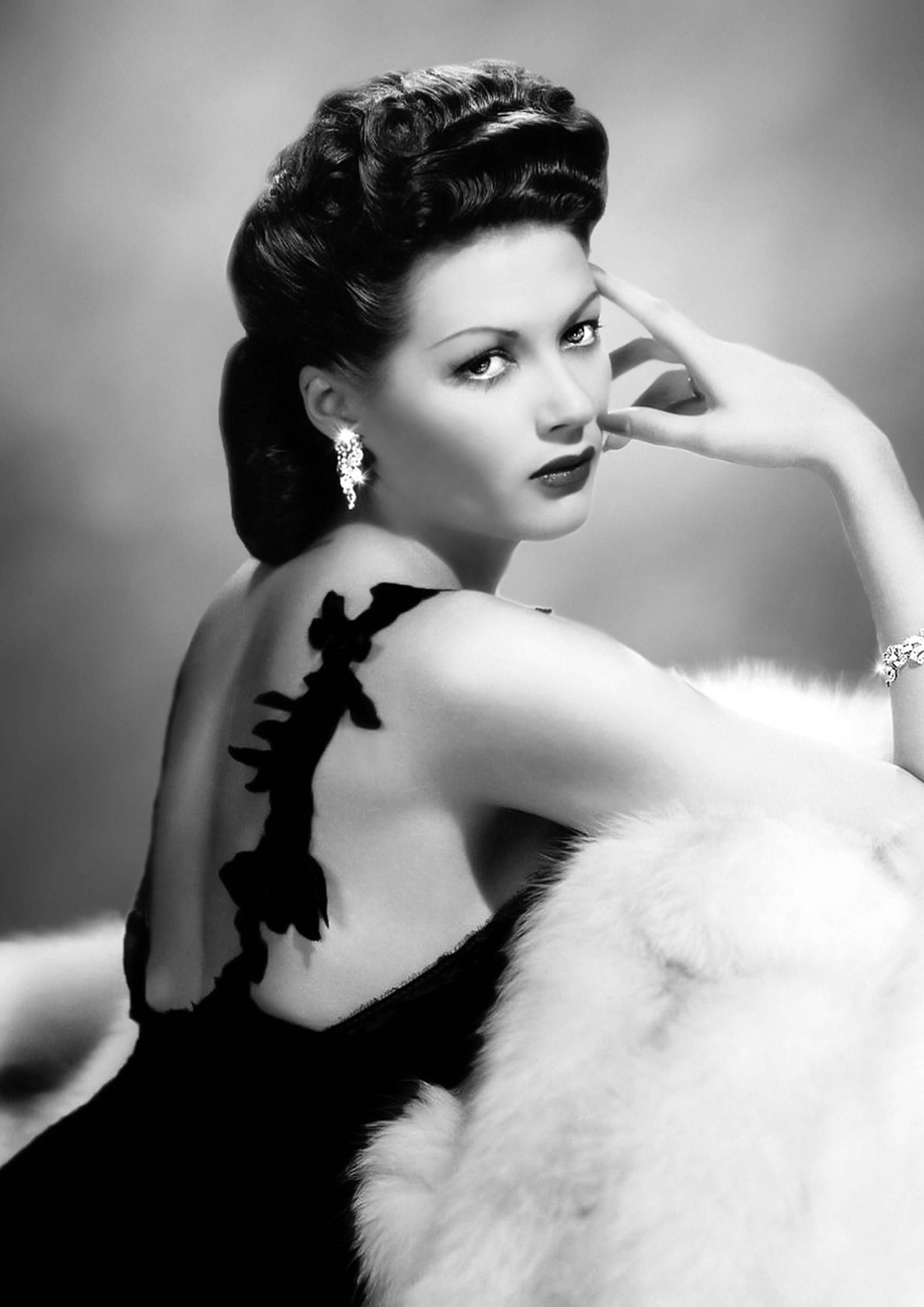 black-and-white-classic-hollywood-glamour-rozy-sexy-lebanese-singer