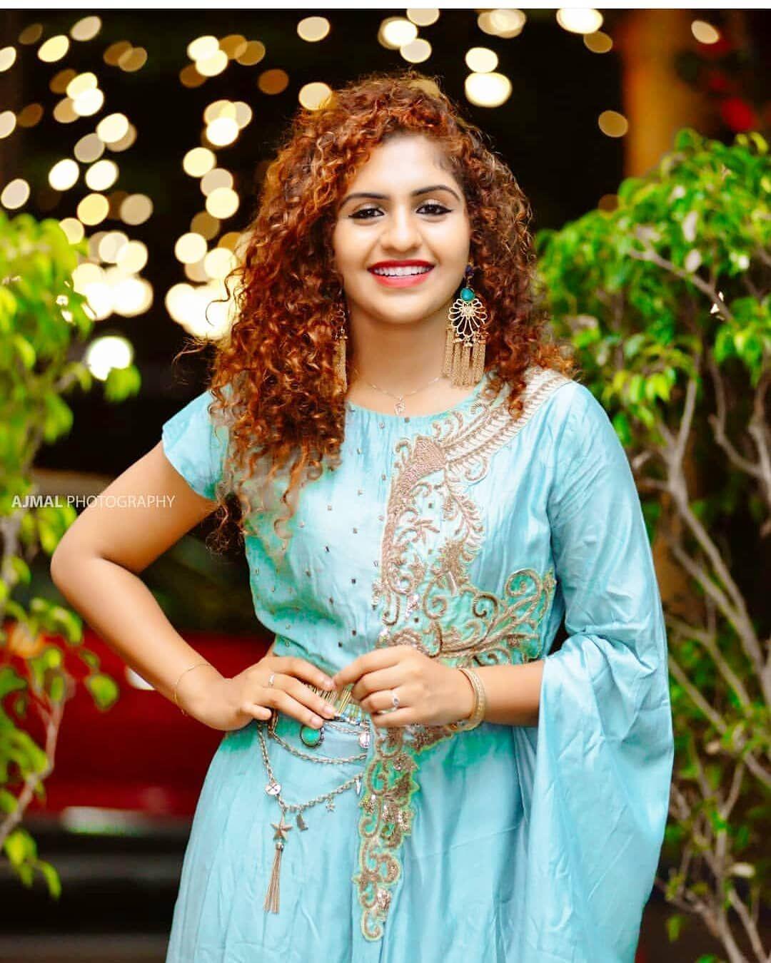 Noorine Shereef Follow Cinetimesmedia Noorin Shereef Noorinshereef Cinetimes Cine Stylish Girl Images Beautiful Indian Actress Beautiful Girl Image