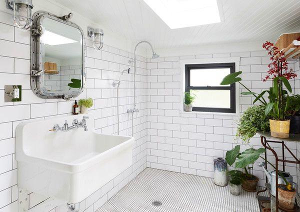 Kleine Praktische Badkamer : Muddy times wc