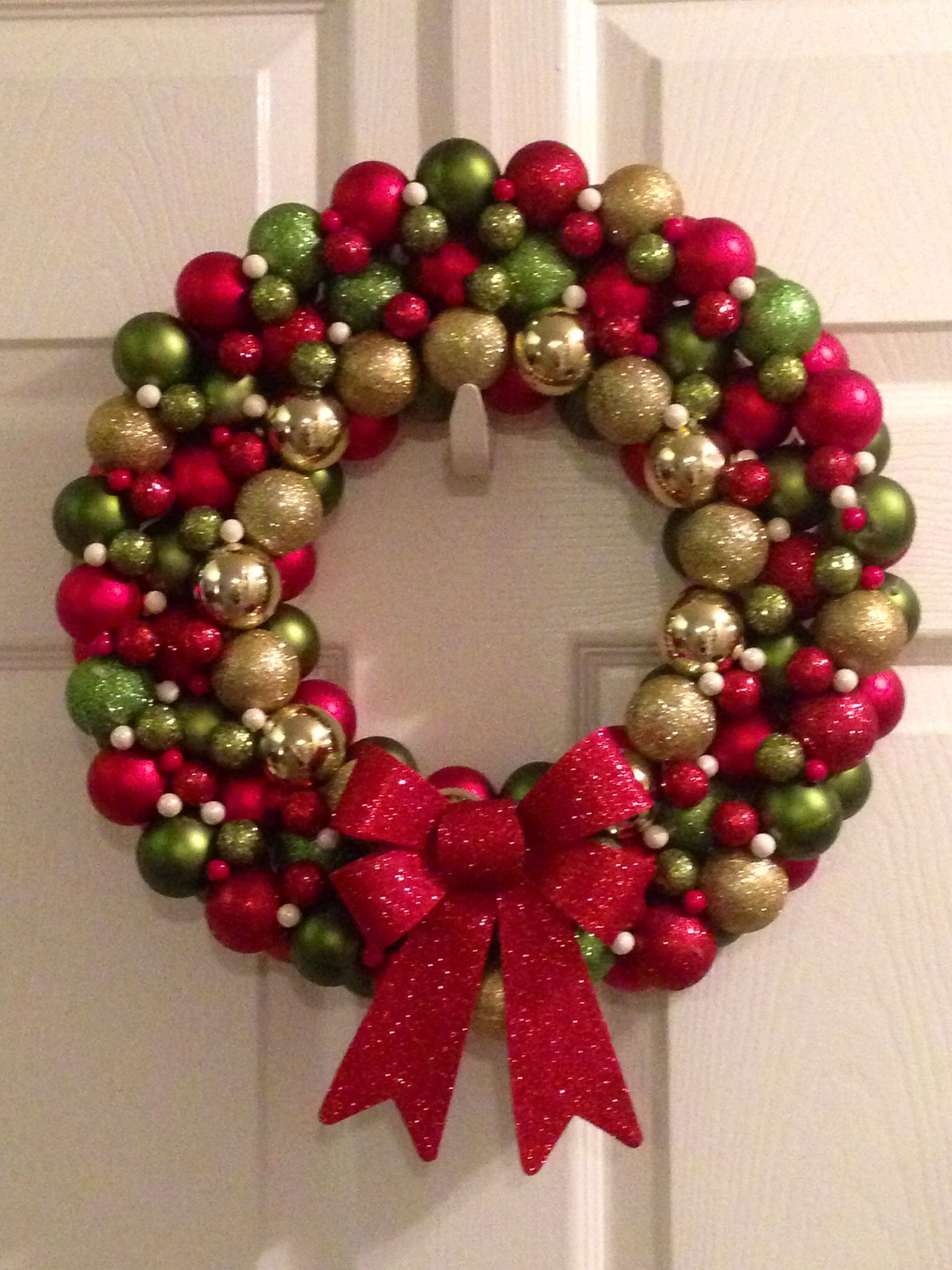 Ornament Christmas Wreath Be Bold With Your House Decorated In Red Green And Gold Christmas Wreaths Diy Christmas Wreaths Christmas Ornament Wreath