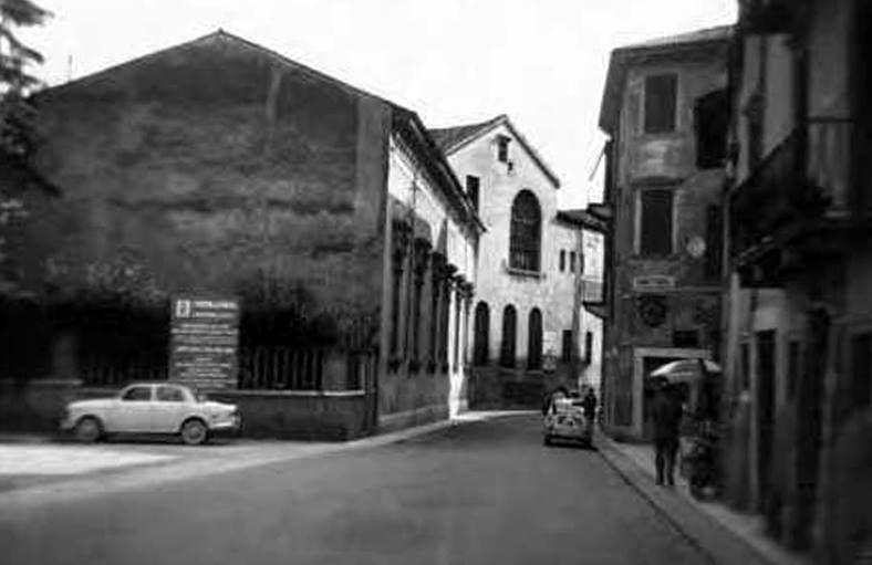 Anni '50. Via Ponte Pietra prima della costruzione dell ...