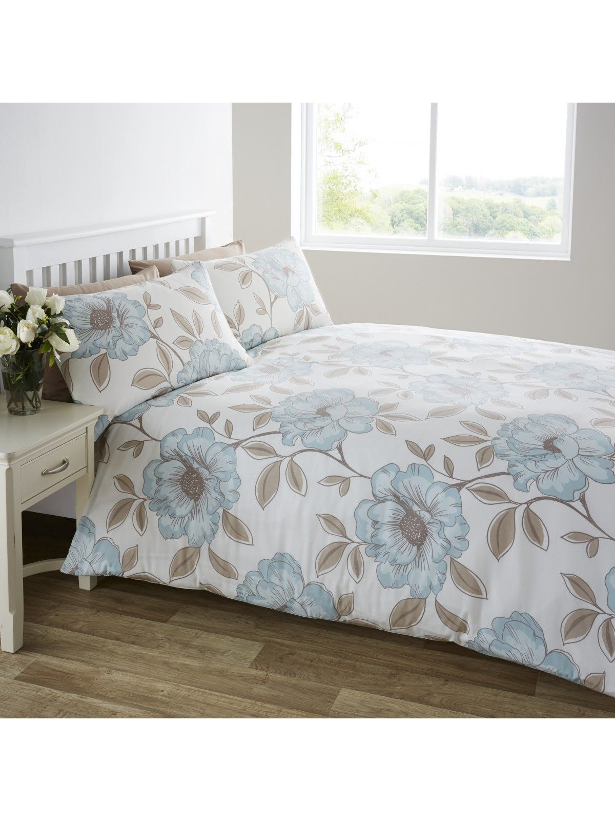 Add Clical Elegance To Your Home With Our Ponden Range The Duck Egg Poppy Duvet Set Has An Eye Cat