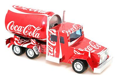 Making Cars From Recycled Tins Google Search Artesanías De Latas De Aluminio Latas De Aluminio Tapas De Cerveza