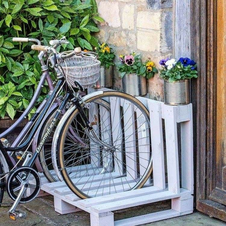 Recycled pellet bike rack in 2020 | Pallet bike racks ...