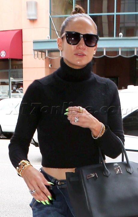 Jennifer Lopez\'s Nails Are On Fleek - Photos - X17 Online | Jlo by ...