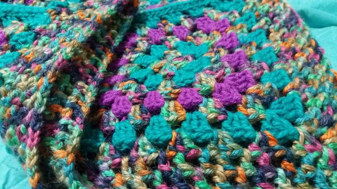 Sábado de tejido  #crochet #colorful #tejeresmisuperpoder #textil #otoño #hechoamano #handmade #instacrochet #crocheting #lovecrochet by quebrantoaccesorios
