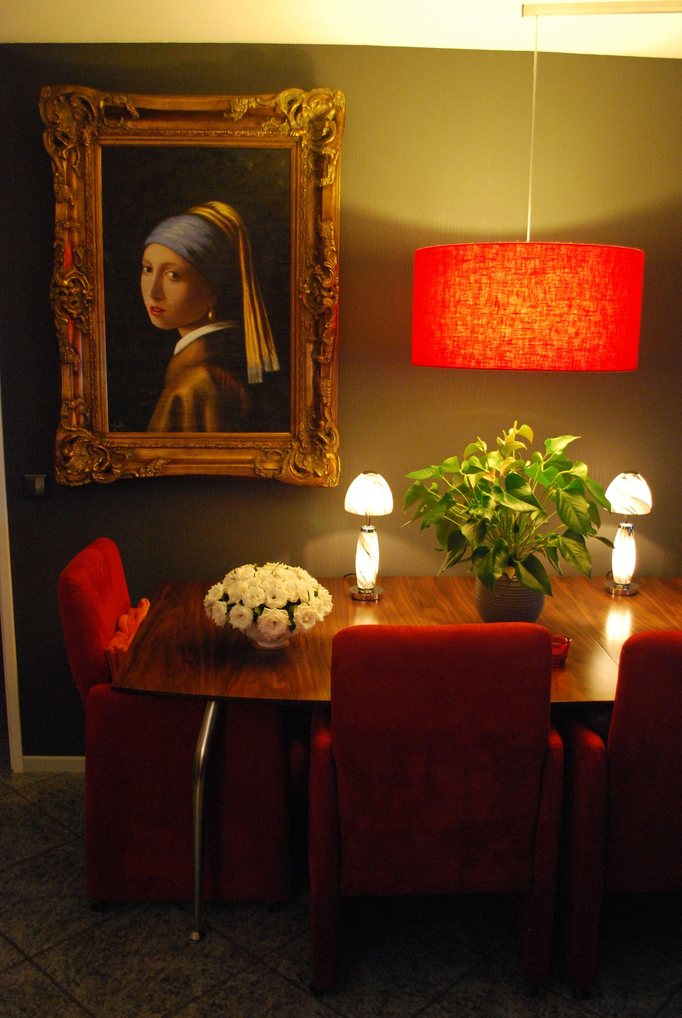 Modern interieur rood en barok #schilderij met gouden ...