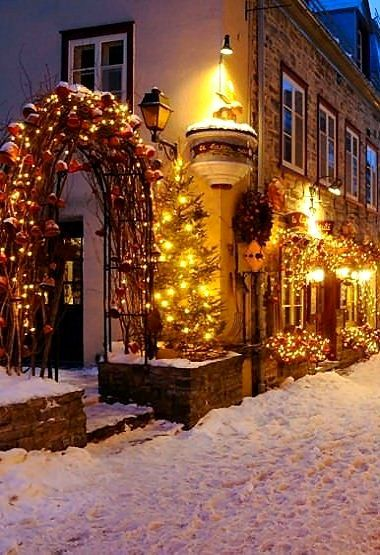 Christmas In Canada.Quebec Christmas Canada Winter Decorating With