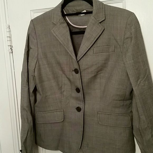 """Grey wool super 110s JCrew suit Perfect grey 100% """"super 110s"""" J. Crew skirt and jacket. Skirt has cute pleats in bottom back. Conservative but cool. Well made and timeless. J. Crew Jackets & Coats"""