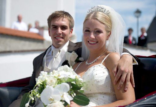 Am 14. Juli 2010 hat Lahm seine Claudia in Aying geheiratet. Foto: dpa