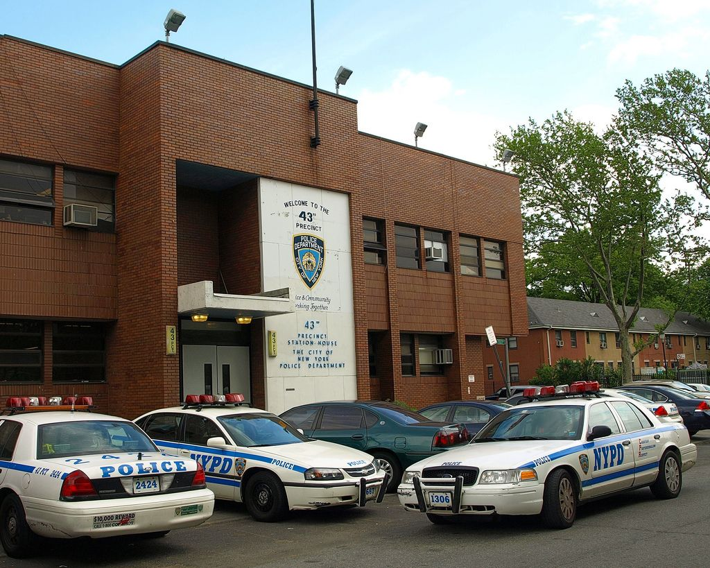 P043 Nypd Police Station Precinct 43 Parkchester Bronx New York City Police Police Station Police Truck
