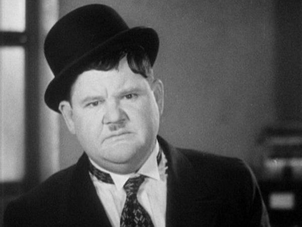 Oliver Hardy looks at the camera/audience | Stan laurel oliver ...