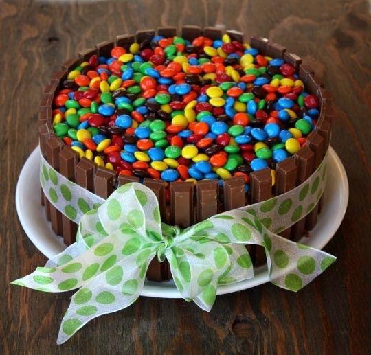 tortaconsmartieskitkat cake Pinterest Cake and Cake designs