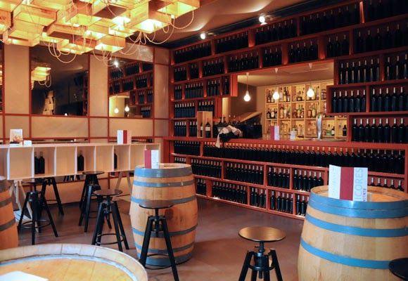12 ideas para decorar con barricas de vino barricas for Bares rusticos decoracion