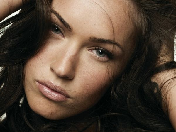 morenas mulheres atriz Megan Fox celebridade 1600x1200 wallpaper
