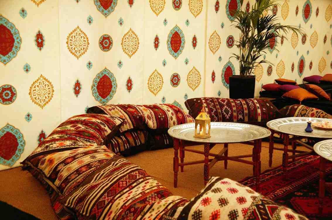 Le canapé marocain, du traditionnel au plus design   Salons ...