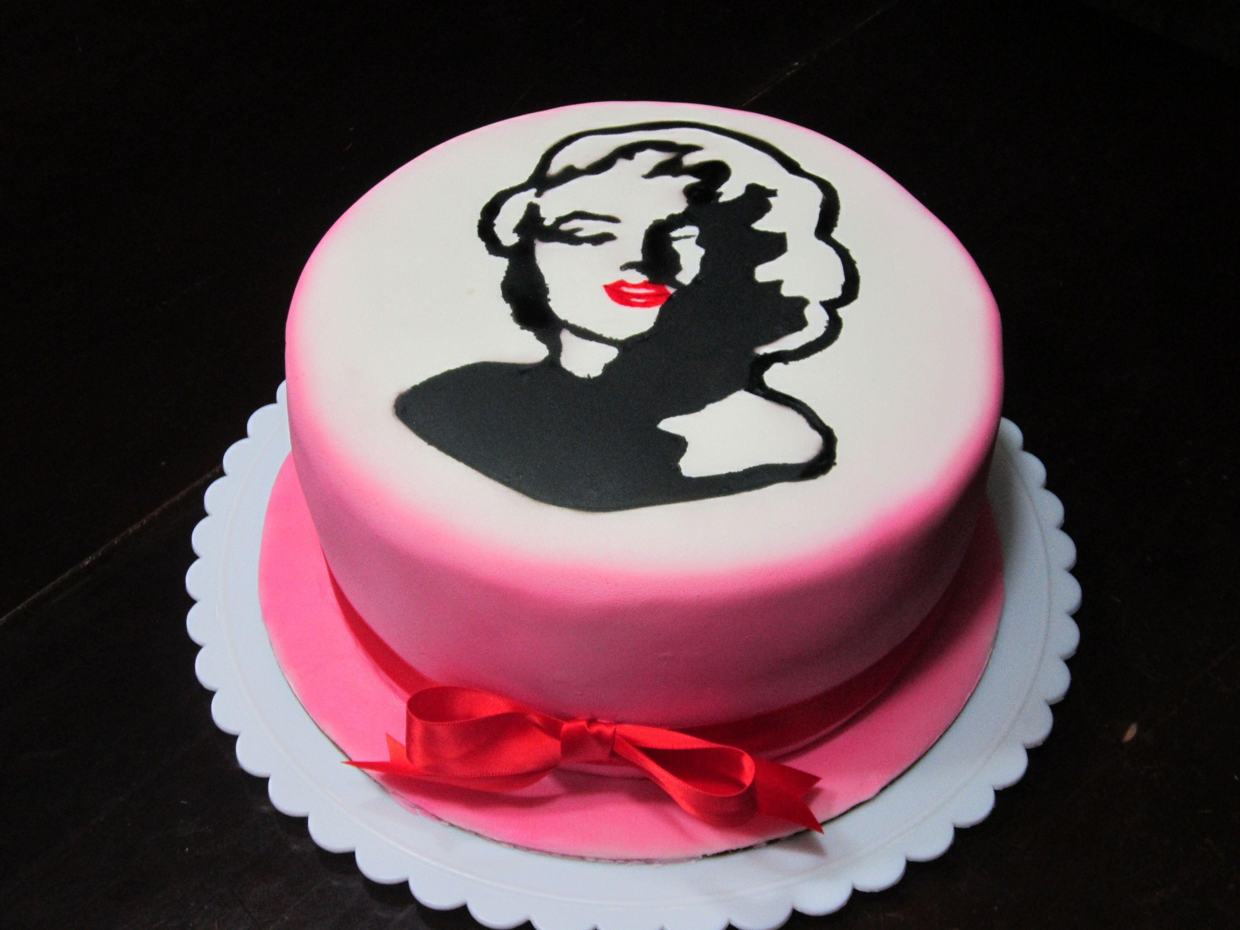 Citaten Marilyn Monroe Recipe : Marilyn monroe silhouette cake my cakes pinterest