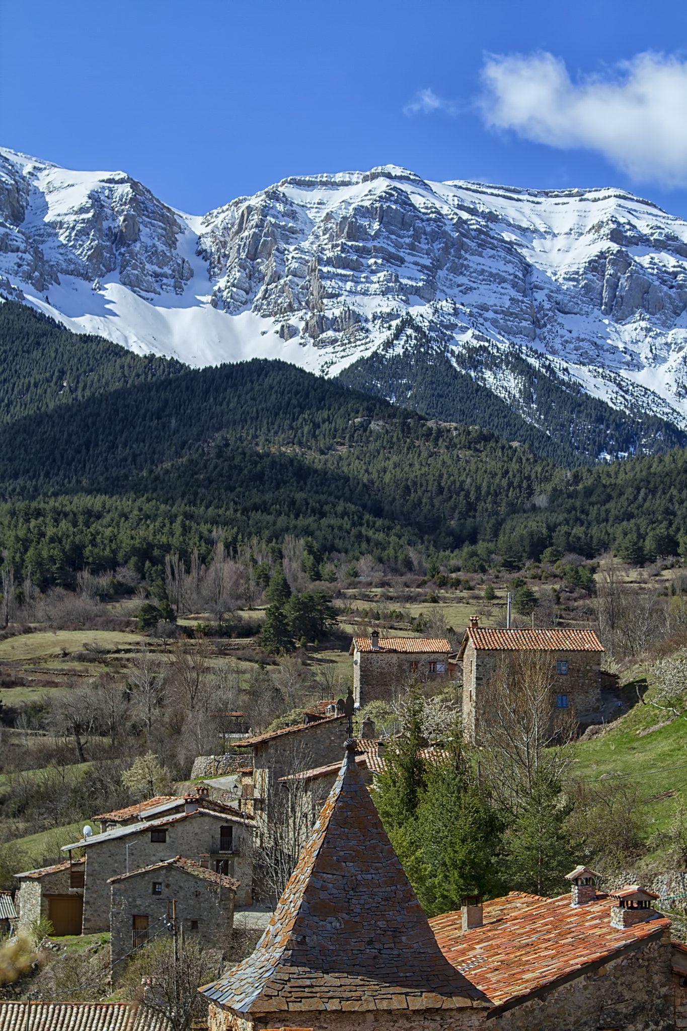 La Cerdanya España Pirineos Cerdanya Cataluña Catalunya Montañas Pueblo Nubes Nieve Pino Spain Pyren Pueblos De España Pirineos Paisaje Increibles