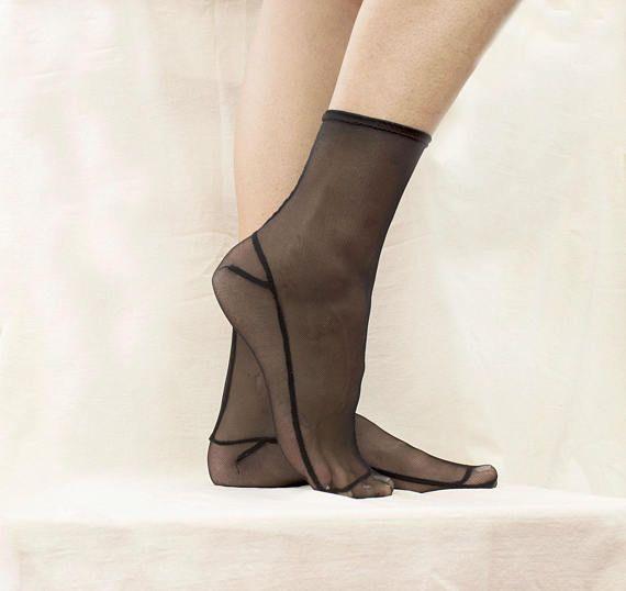 Women/'s HUE Sheer Stripe Anklet Hosiery