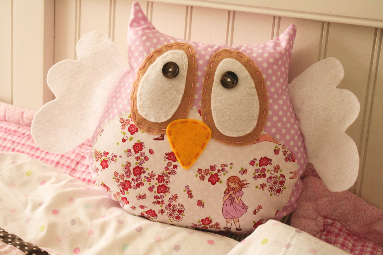 Hoot owl pillow via etsy using felt create pinterest owl