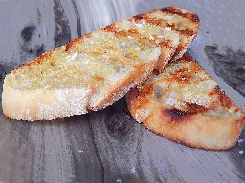 Tostada de pan cateto a la brasa