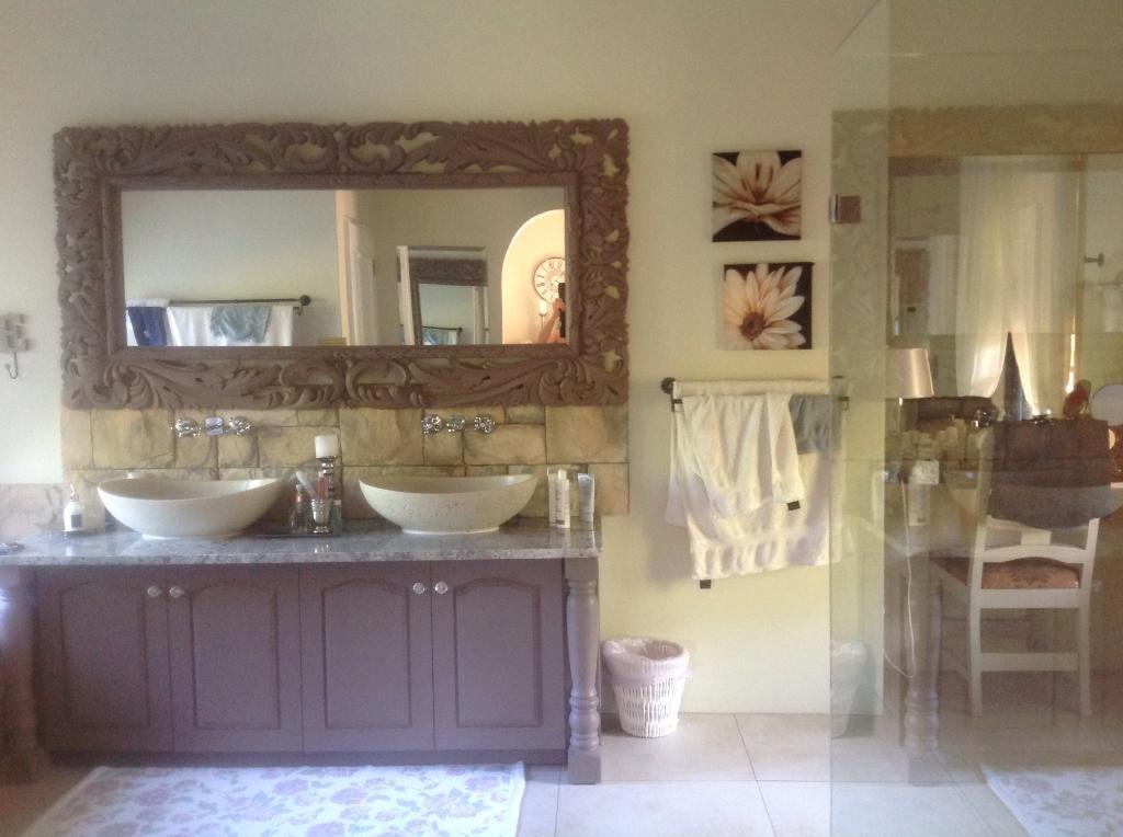 Villa Tarantaal, South Africa | Framed bathroom mirror ...