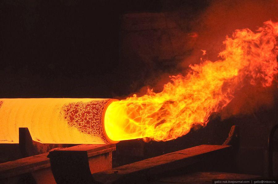 Картинки по запросу сталелитейный завод | Заводы, Трубы, Огонь