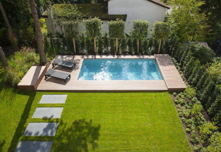 Pool in kleinem Garten Schwimmteich, Whirlpool, Aussendusche