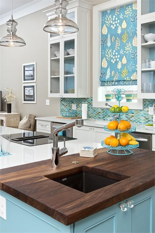 Love the color palette in this kitchen! Especially the backsplash
