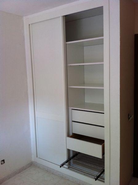 Interior de 2 cuerpos en melamina blanco con zapatero y 2 - Interiores armarios empotrados puertas correderas ...