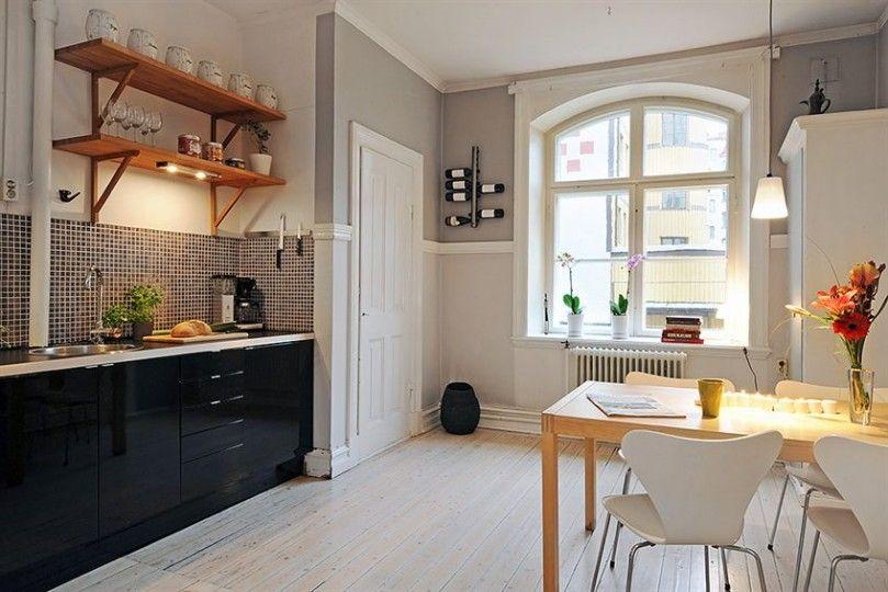 Si la cocina y el comedor se encuentran en el mismo espacio procura contar con dos tipos de iluminación: de tarea (para el momento de cocinar) y de ambientación (para el momento de cenar).