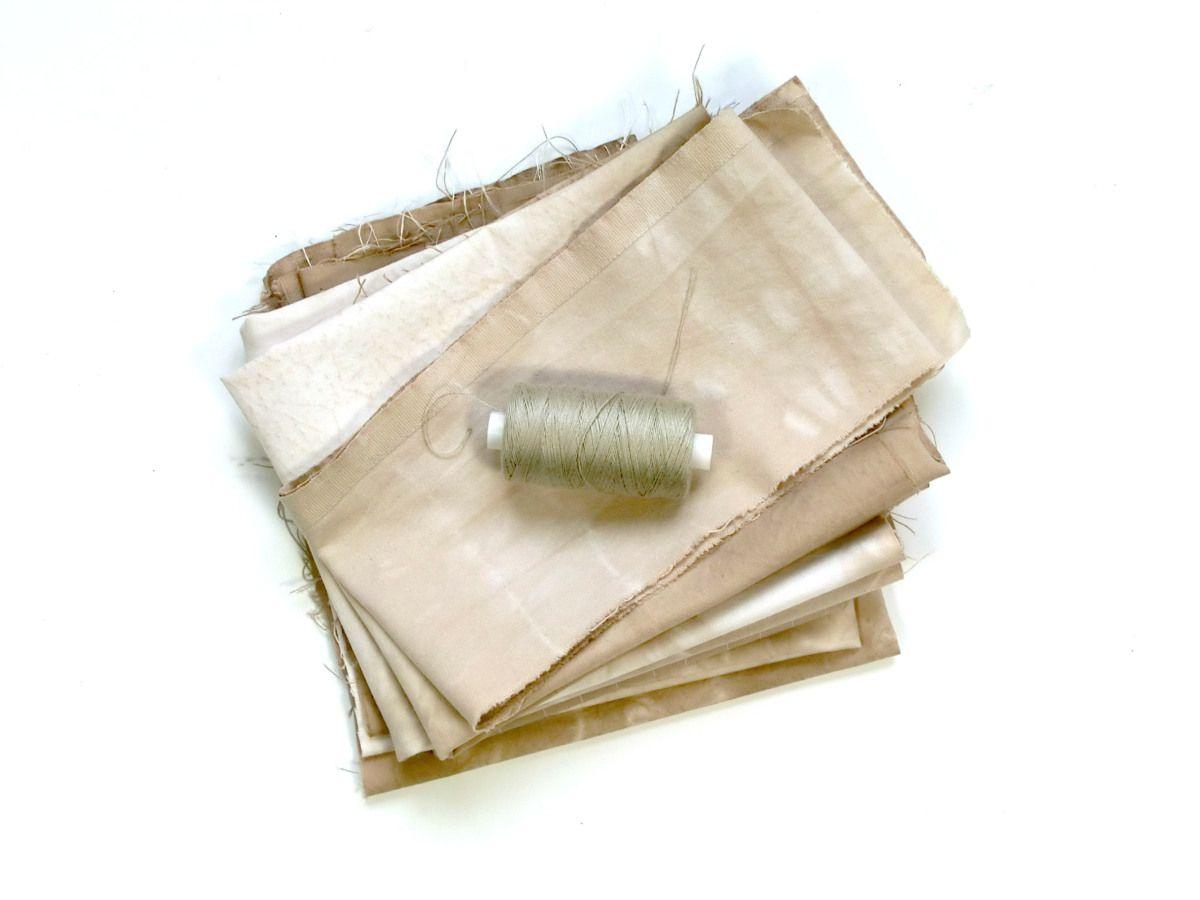 DIY textiel verven met walnoot bolsters   www.studiozienblog.com
