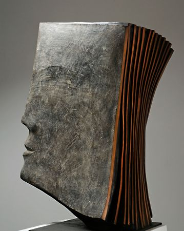 Escultura em forma de livro