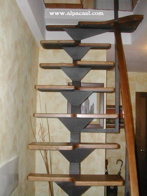 Escalera de pasos alternos en madera de pino con for Escaleras 8 pasos