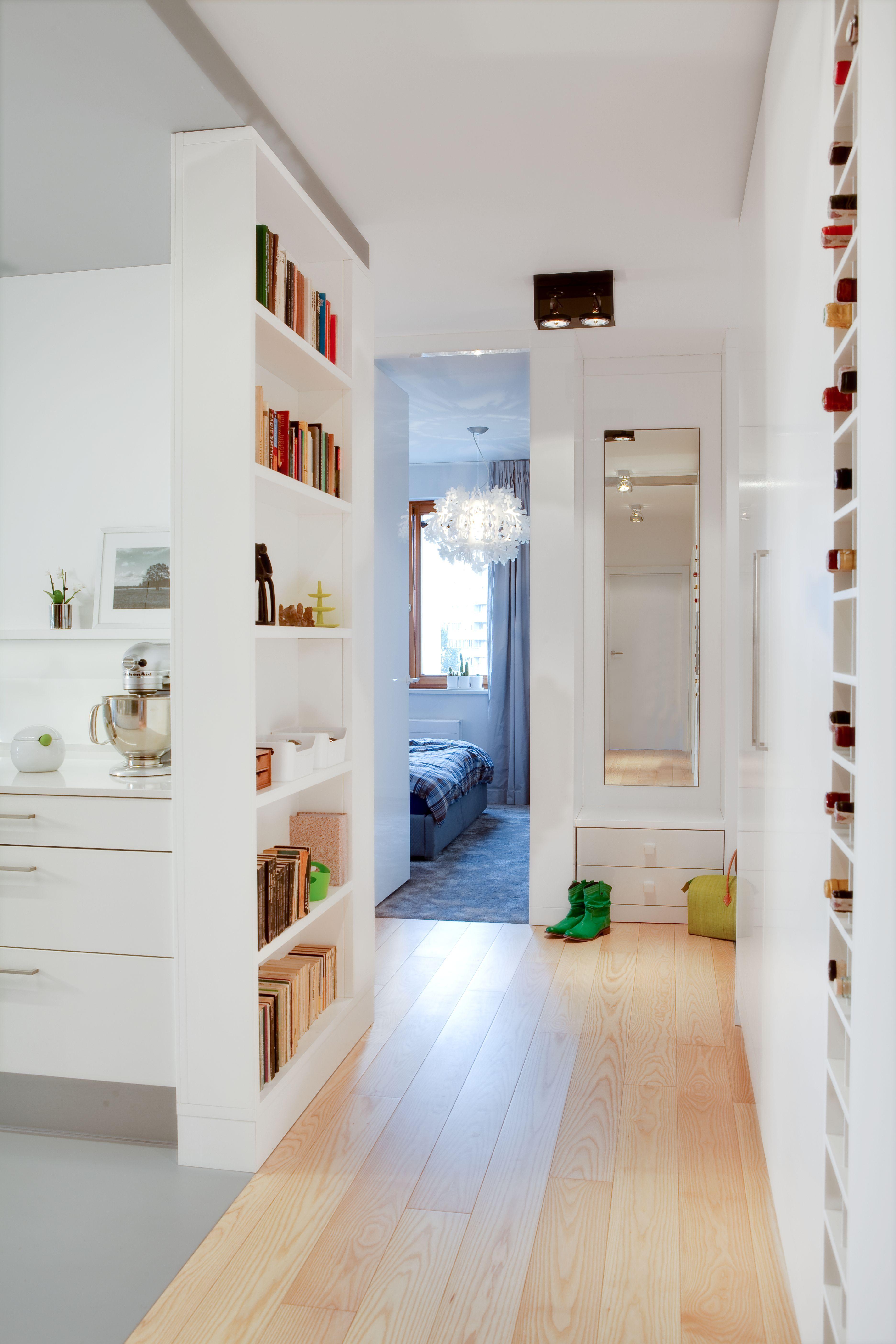 Przedpokoj W Bloku Urzadzamy Maly I Funkcjonalny Przedpokoj Wideo Home Small Spaces Interior