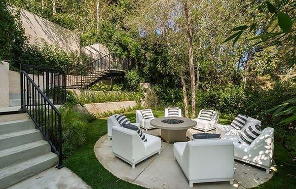 Extravagant estate boasts luxury living in Brentwood, California