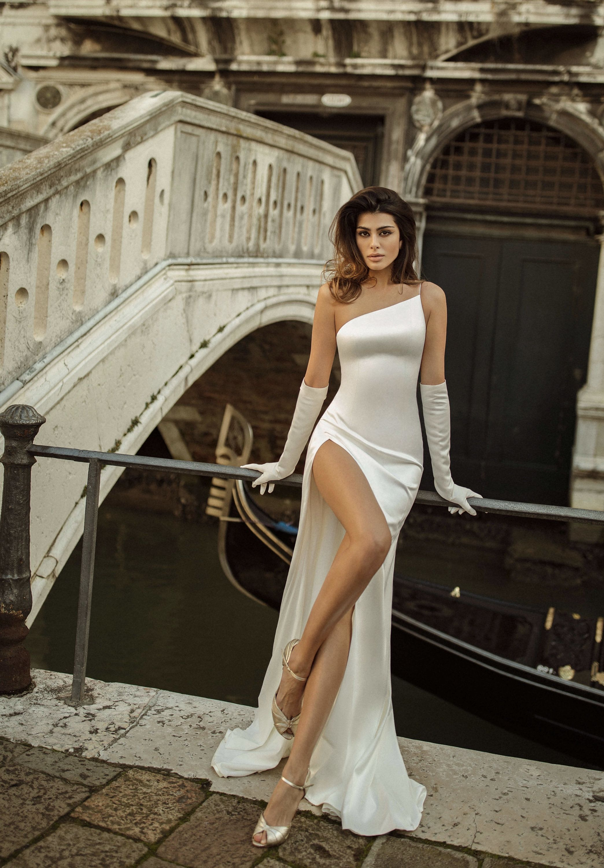 Satin wedding dress JINA with a small train and op