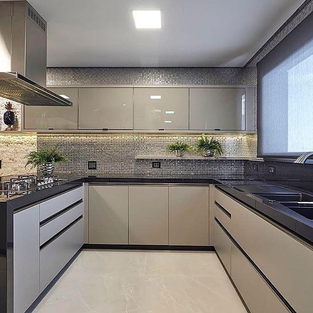 Cozinha Incrível Com Direito A Pastilhas Metalizadas! Quem