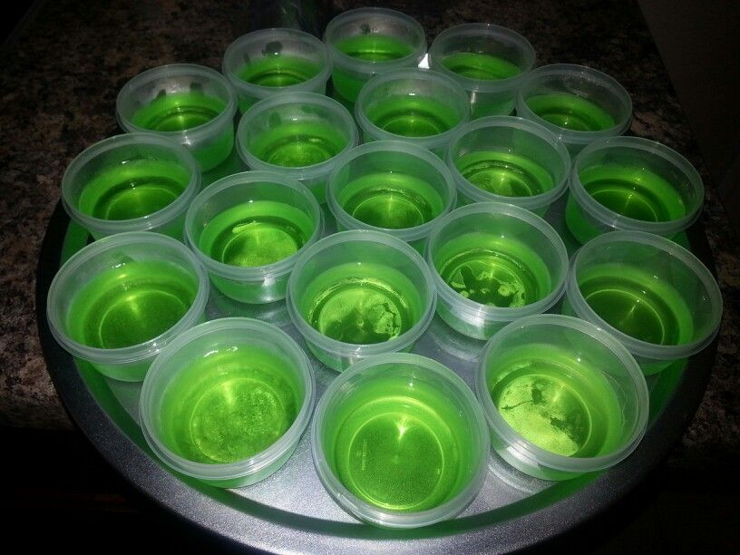 Green apple jello shots green apple vodka jolly for Green cocktails with vodka