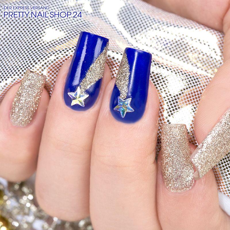 #trendstyle   #cosmos   #nails   #nailart   Bei jeder Sternschnuppe habt Ihr einen Wunsch frei! Wenn Ihr Euch dieses Design wünscht, braucht Ihr nur das Farbgel dark blue (Art.-Nr.: 6952), Fairy Dust – champagne (Art.-Nr.: 7503) und zwei Swarovski Strasssteine Star Crystal irisierend (Art.-Nr.: 7734).