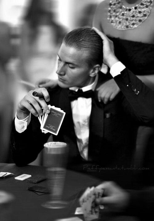 カジノにいる男性