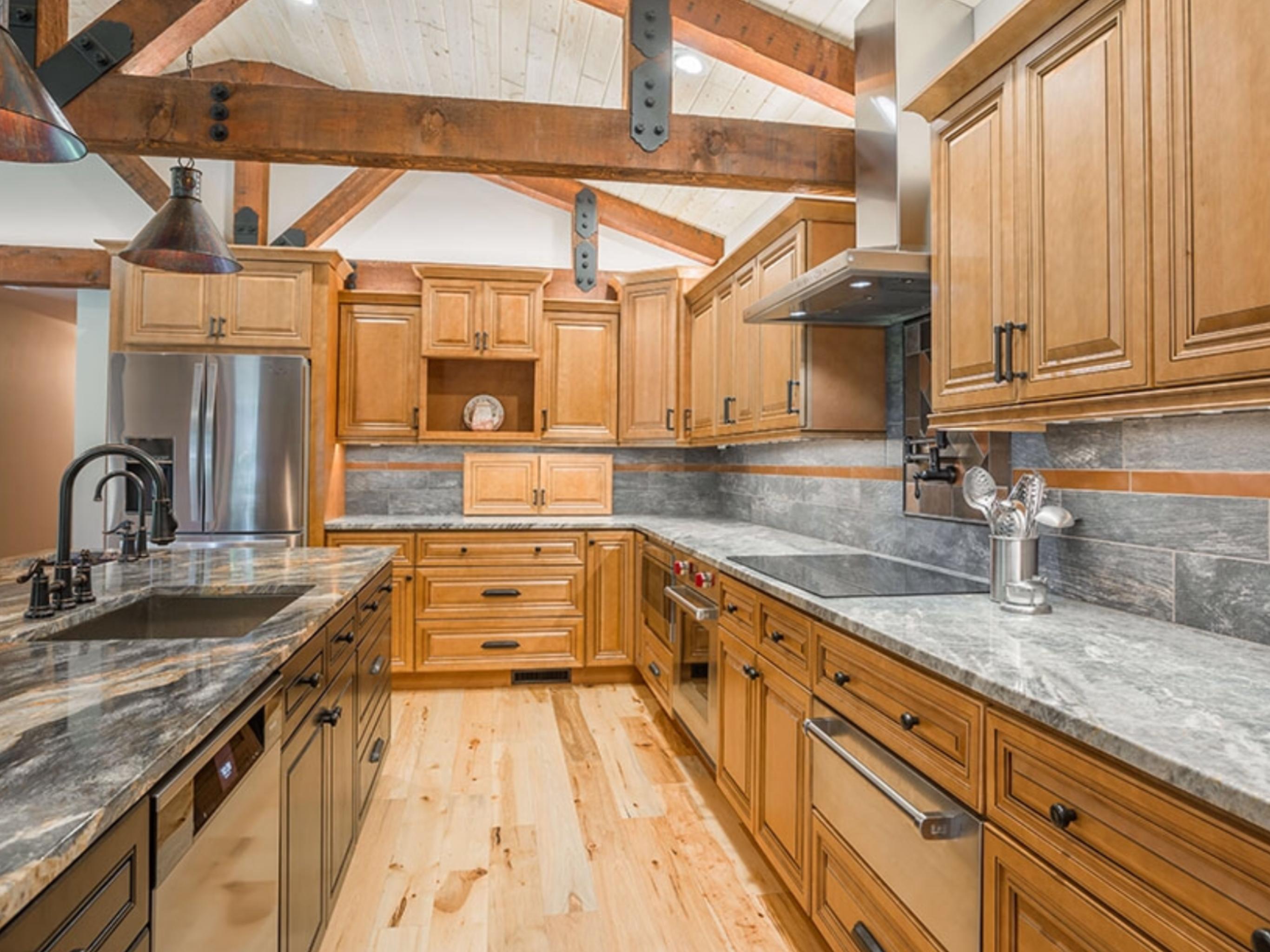 Pin de abc kitchens en Cinnamon Maple Cabinets | Pinterest