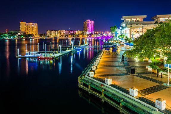 Tampa Riverwalk This 2 Mile Pedestrian And Bike Trail