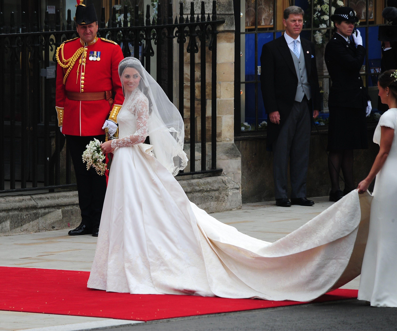 Kate middletons wedding dress royal weddings wedding dress and kate middletons wedding dress junglespirit Image collections