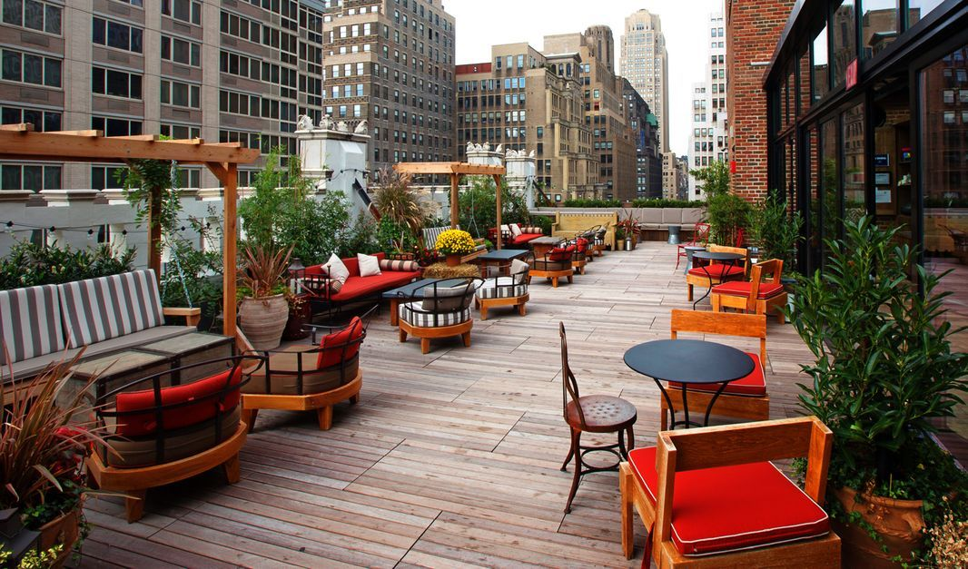 7 NYC Winter Rooftop Bars—Igloos, Fire Pits, Cozy Blankets ...