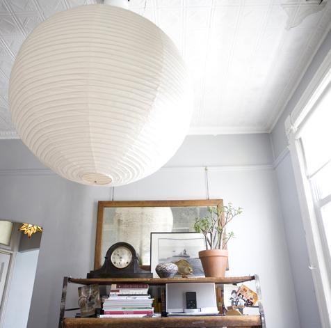 5 Quick Fixes Oversize Noguchi Lanterns Remodelista Paper Lantern Lights Paper Chandelier Home